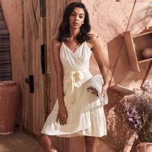 Cami Kleid mit Raffungsaum, Wickel Design und Guertel