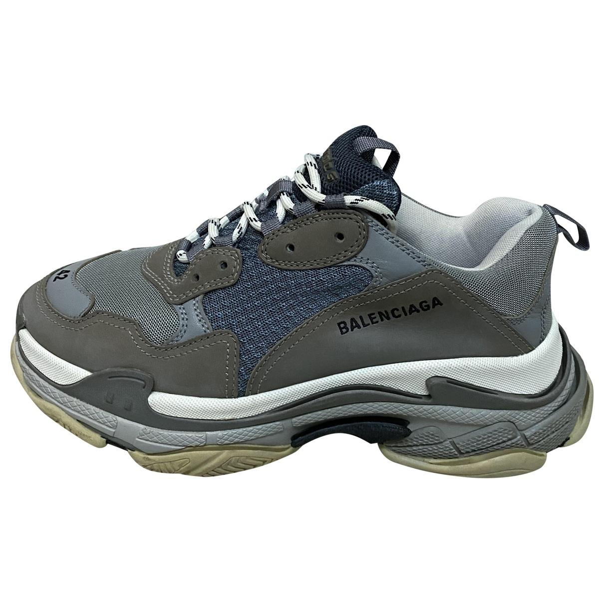 Balenciaga Triple S Sneakers in  Grau Polyester