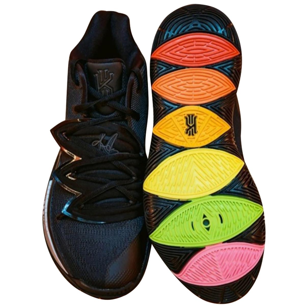 Nike Kyrie Sneakers in  Bunt Leinen