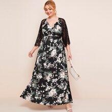 Kleid mit V-Kragen, Spitzen, Raglan Ärmeln und tropischem Muster