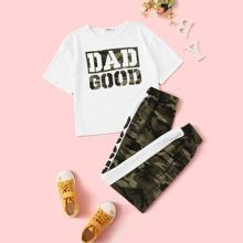 Conjunto de niñas camiseta con estampado de slogan y camuflaje con pantalones deportivos con costura lateral en contraste