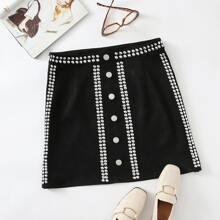 Falda de ante con diseño de lunares con boton delantero
