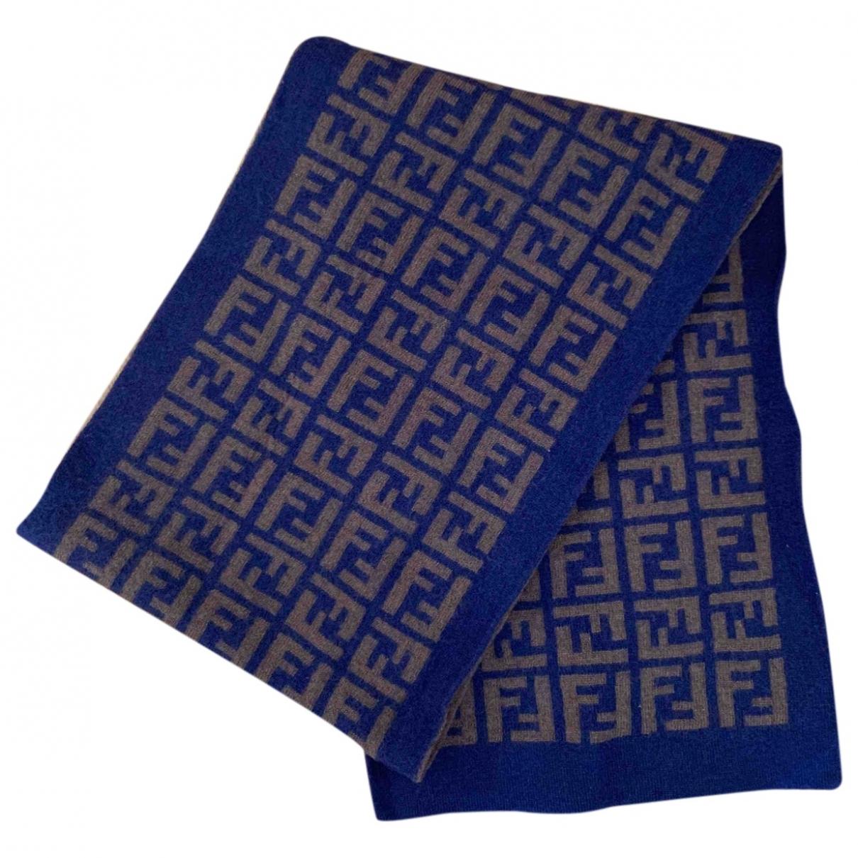 Pañuelo / bufanda de Lana Fendi