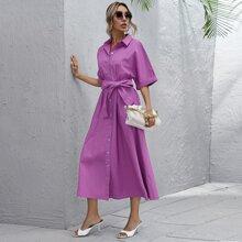 Kleid mit gerollten Ärmeln, Knopfen vorn und Guertel