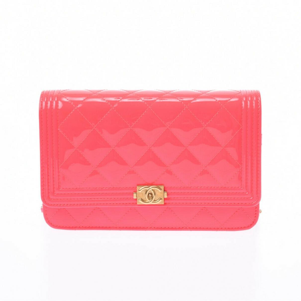 Chanel - Pochette Boy pour femme en cuir verni - rose