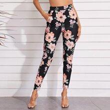 Hose mit schraegen Taschen und Blumen Muster