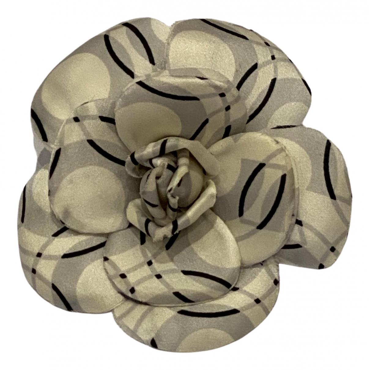 Chanel Camélia White Cloth Pins & brooches for Women N