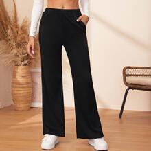 Hose mit schraegen Taschen und breitem Beinschnitt