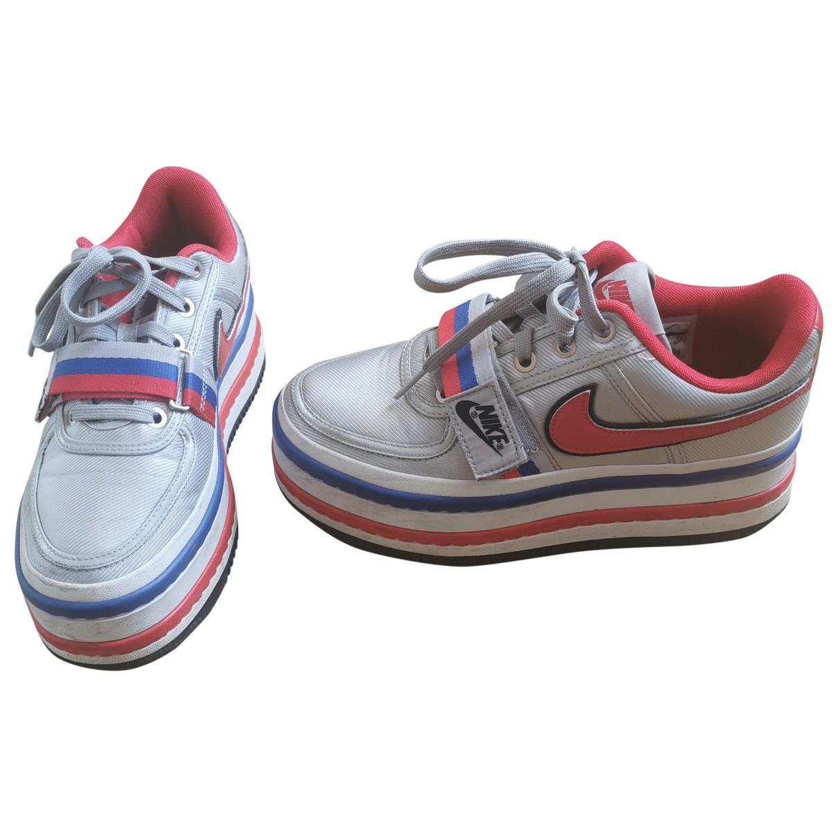 Nike \N Sneakers in  Silber Leder
