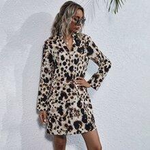 Kleid mit eingekerbtem Kragen, Dalmatiner Muster ohne Guertel