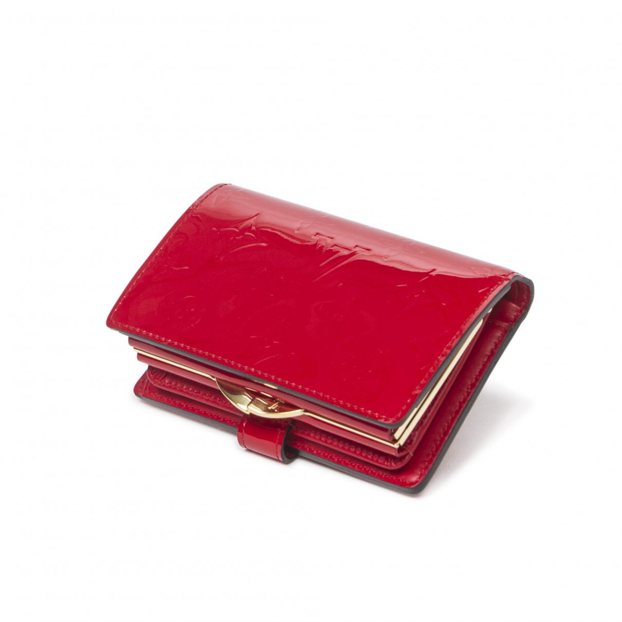 Louis Vuitton \N Portemonnaie in  Rot Lackleder
