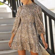 Kleid mit Ruesche am Kragen, Bischofaermeln und Leopard Muster