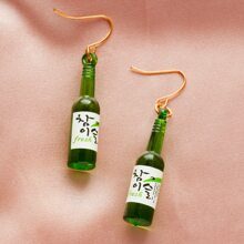 Girls Letter Graphic Wine Bottle Drop Earrings