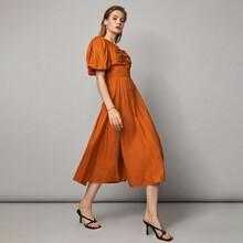 Kleid mit Ausschnitt hinten, Rueschen auf Bueste, Laternenaermeln und Schlitz