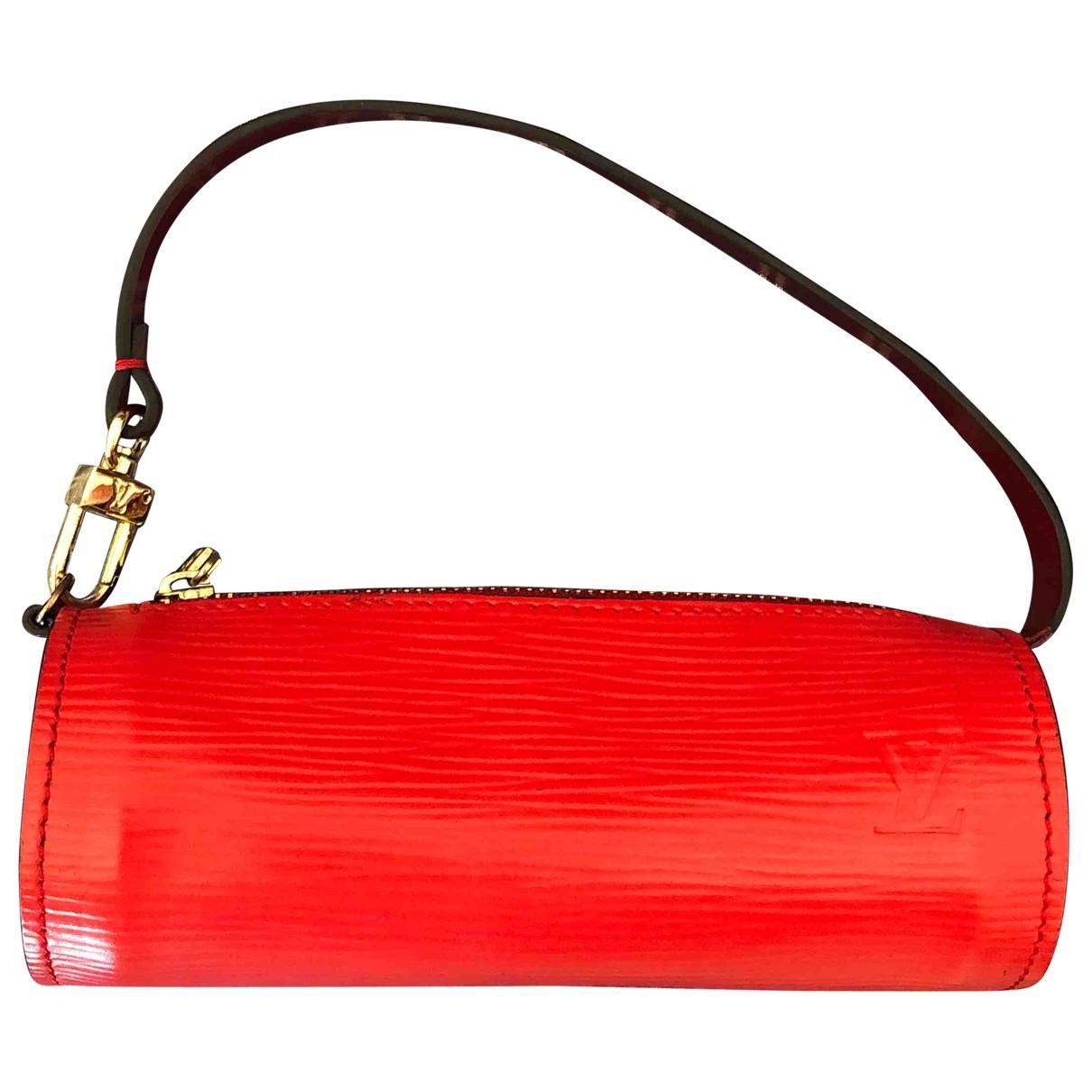 Louis Vuitton Papillon Clutch in  Rot Leder