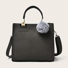 Tasche mit Pom Pom Dekor