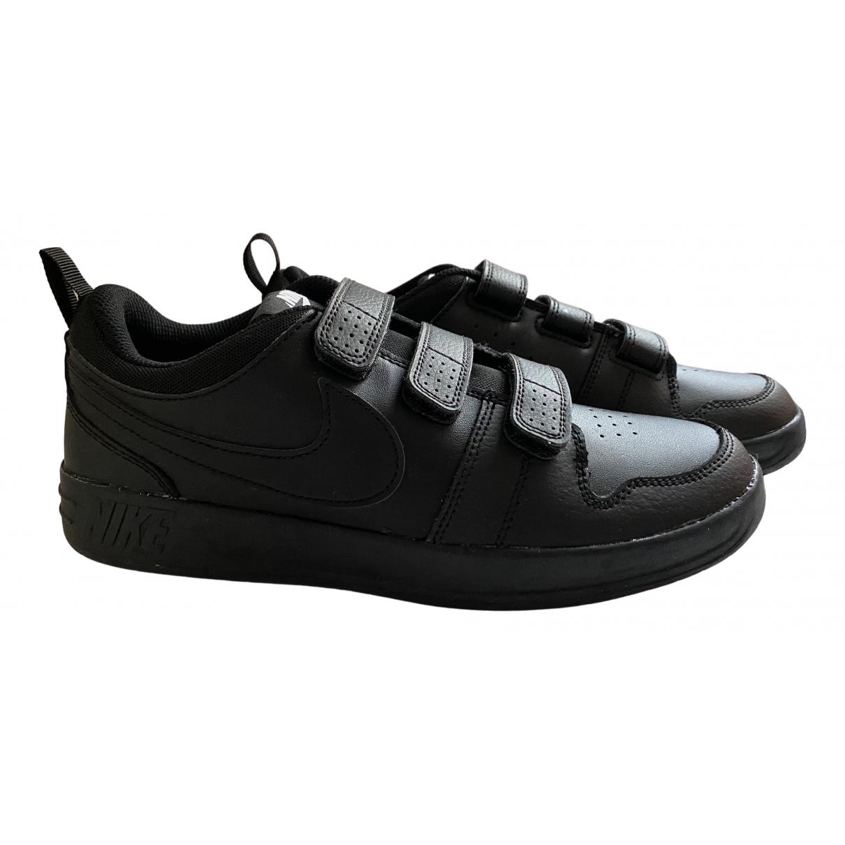 Nike \N Sneakers in  Schwarz Kunststoff