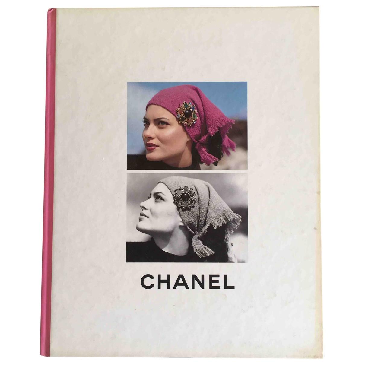 Chanel - Mode   pour lifestyle en bois - blanc