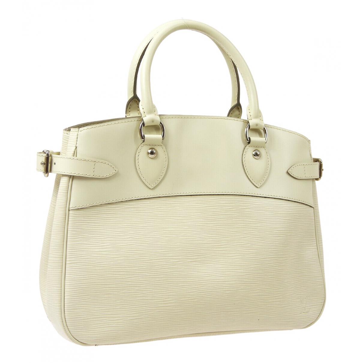Louis Vuitton Passy Beige Leather handbag for Women \N