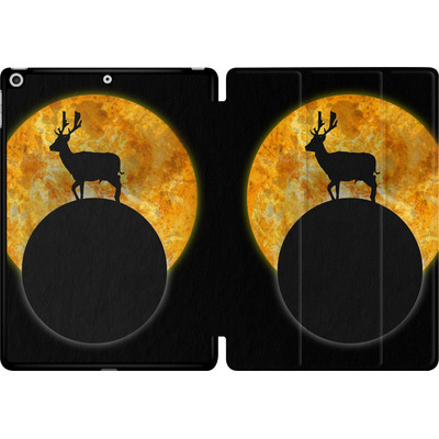 Apple iPad 9.7 (2018) Tablet Smart Case - Deer on the Moon von Barruf