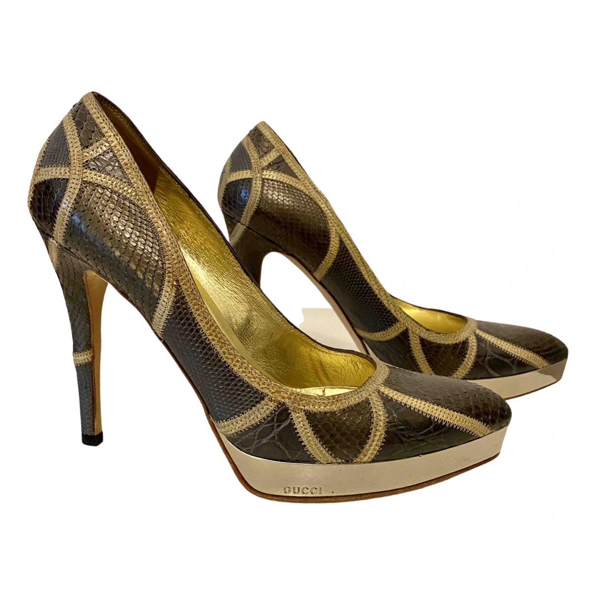 Gucci \N Pumps in  Gold Wasserschlangen