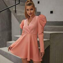 Double Crazy Kleid mit Gigot Ärmeln und Wickel Design