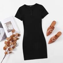 Figurbetontes Kleid mit halber Knopfleiste