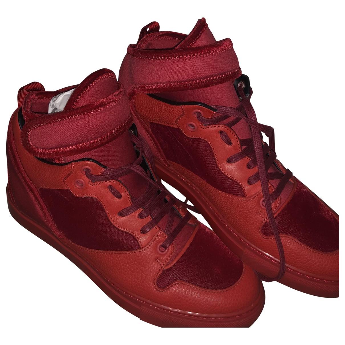 Balenciaga \N Sneakers in  Rot Veloursleder