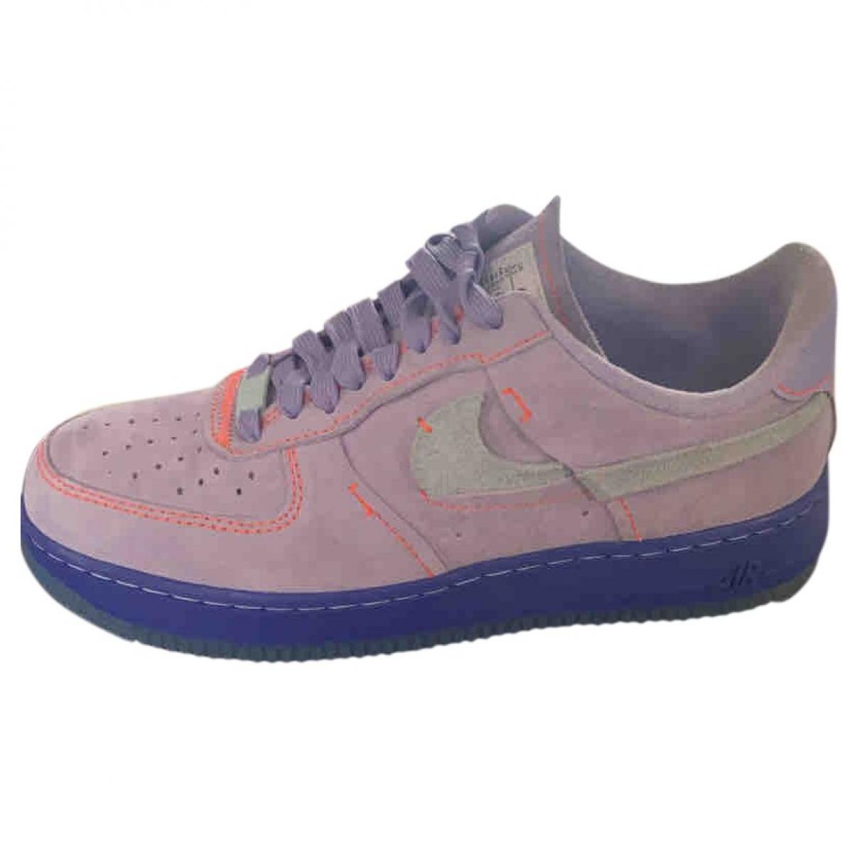 Nike Air Force 1 Sneakers in  Lila Veloursleder