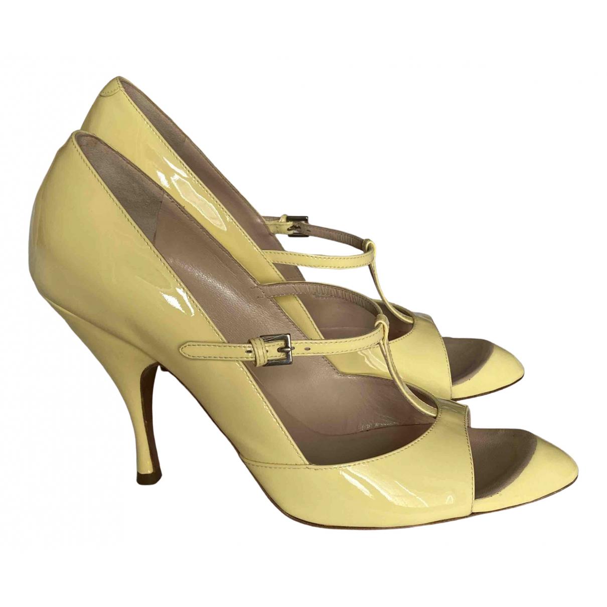 Rochas \N Sandalen in  Gelb Leder
