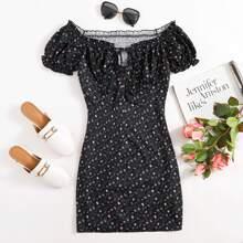 Kleid mit Bluemchen Muster und Band vorn