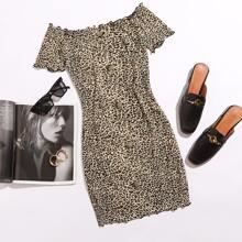 Vestido de leopardo de borde en forma de lechuga con boton delantero de hombros descubiertos