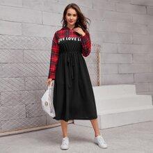 Kleid mit Karo Muster, Buchstaben Grafik, Kordelzug auf Taille und Kapuze