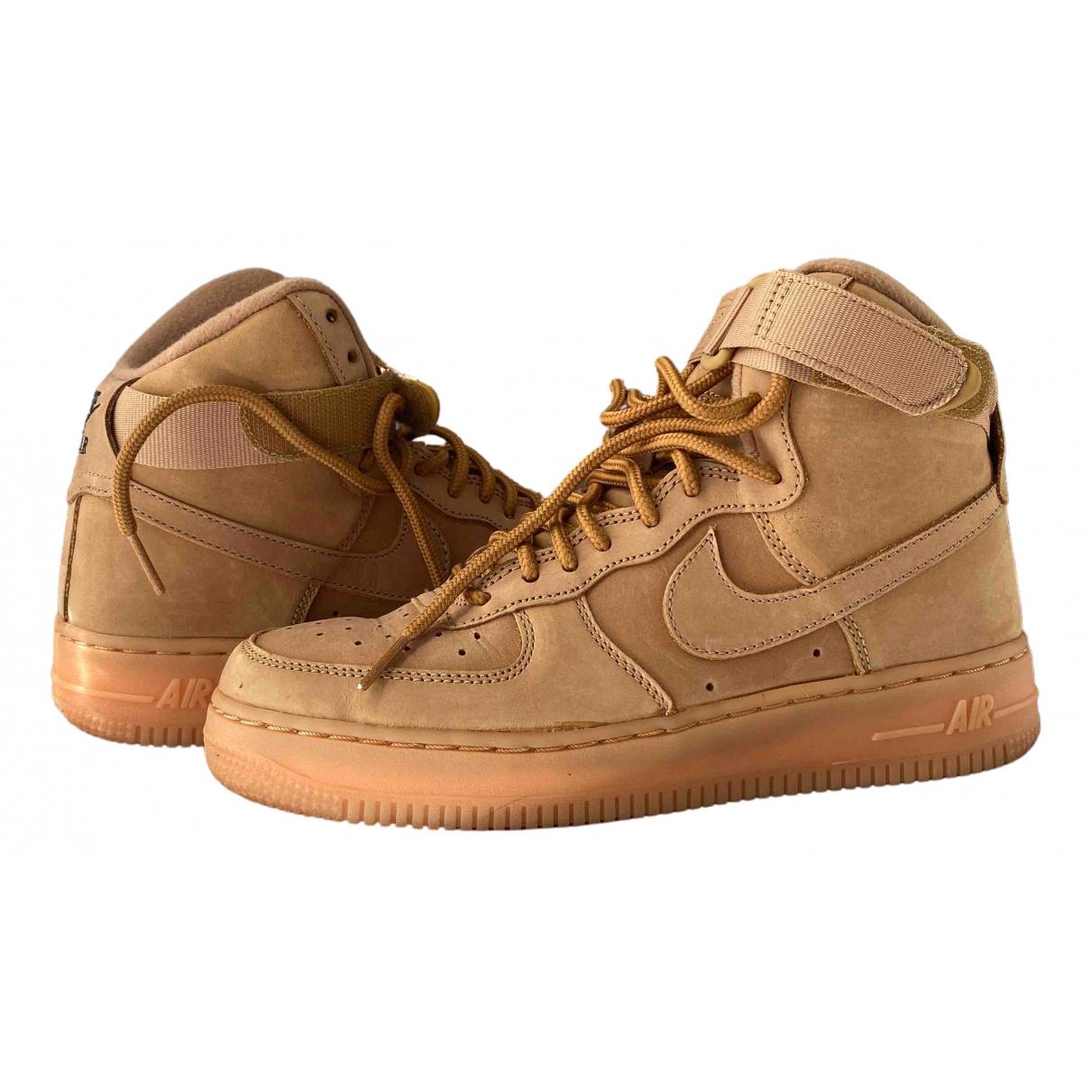 Nike - Baskets Air Force 1 pour femme en suede - camel