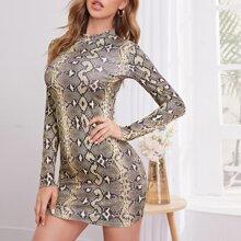 Figurbetontes Kleid mit Stehkragen und Schlangenleder Muster