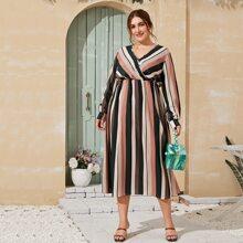 Ubergrosses A Linie Kleid mit Streifen und hoher Taille