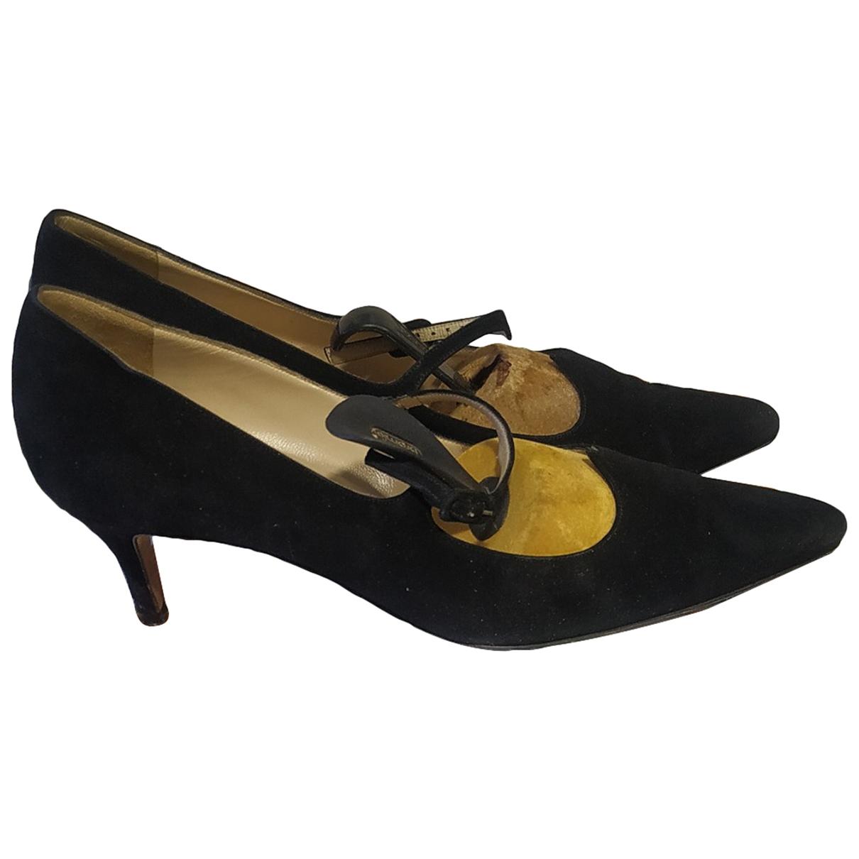 Manolo Blahnik - Escarpins   pour femme en velours - noir