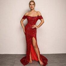 Schulterfreies Kleid mit Schlitz und Pailletten
