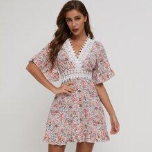 SBtro Kleid mit mehrschichtigem Saum, Guipure Spitzen und Blumen Muster