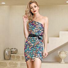 Kleid mit einer Schulter, Guertel und Pailletten