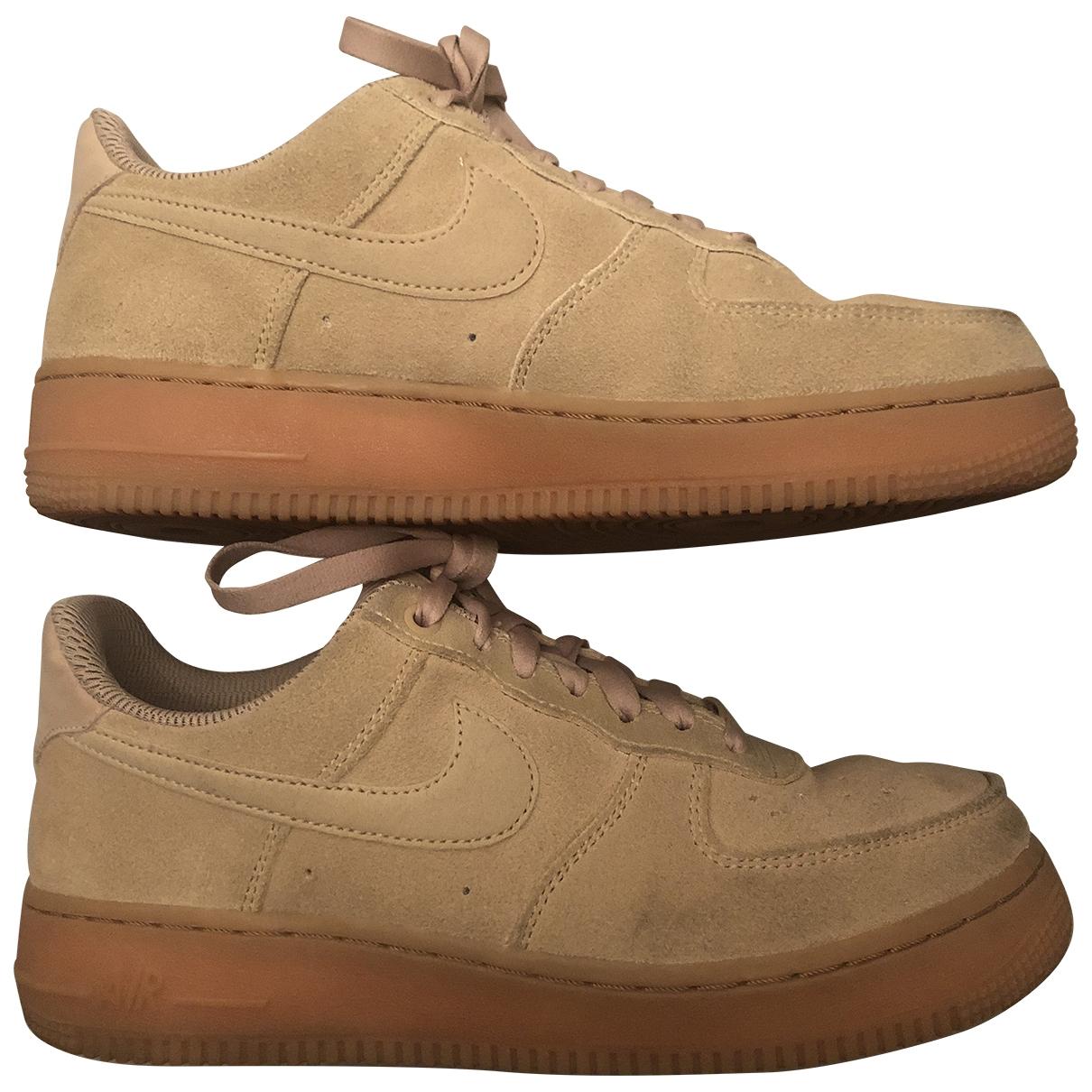 Nike - Baskets Air Force 1 pour femme en suede - beige