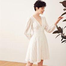 Kleid mit V Kragen und Laternenaermeln