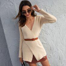 Pullover mit Kreuzgurt und sehr tief angesetzter Schulterpartie ohne Guertel