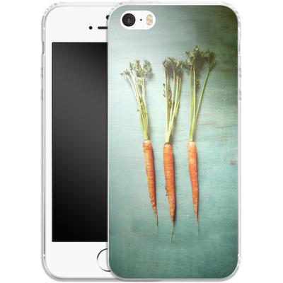 Apple iPhone 5 Silikon Handyhuelle - Three Carrots von Joy StClaire