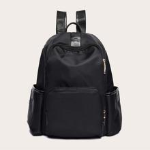Minimalistischer Rucksack mit Taschen vorn