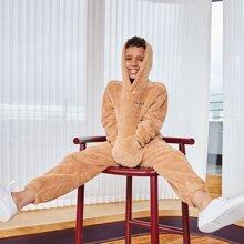 Conjunto capucha teddy con bordado de letra con pantalones