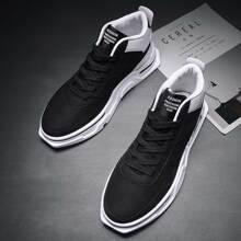 Maenner Sneakers mit Schnuerung vorn