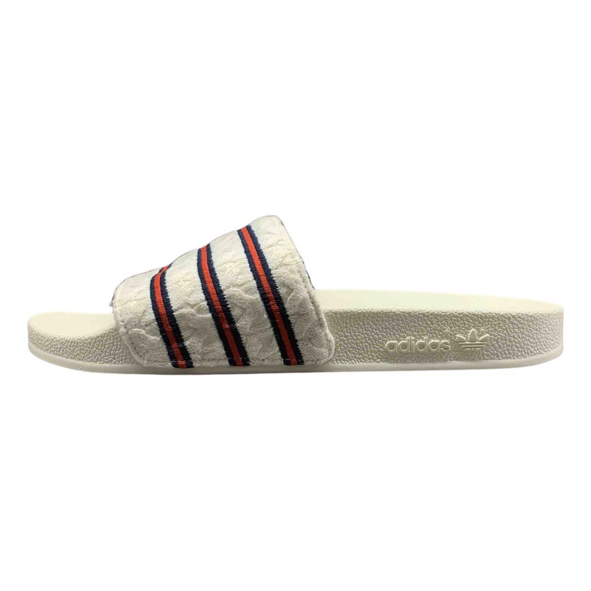 Adidas - Sandales Adilette  pour homme - blanc