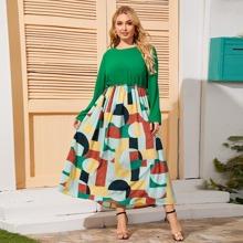 Kleid mit Geometrie Muster und Rueschenbesatz
