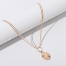 Halskette mit metallischem Anhaenger